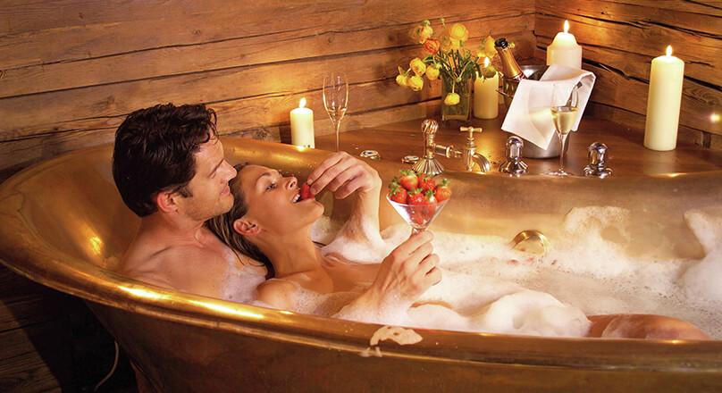 Мужчина и женщина в ванной