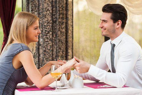 Женщина и мужчина на первом свидании